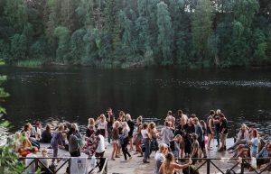 Juhli kesää kestävämmin – näin säästät luontoa ja rahaa